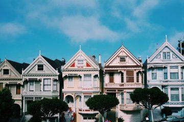 suburbio de casas adosadas en Estados Unidos